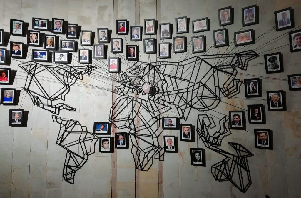Cricova'da koleksiyonu olan ünlüler ve dünya haritası